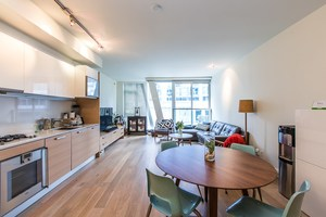 Coal Harbour Condo for sale:  1 bedroom 839 sq.ft. (Listed 2016-03-29)