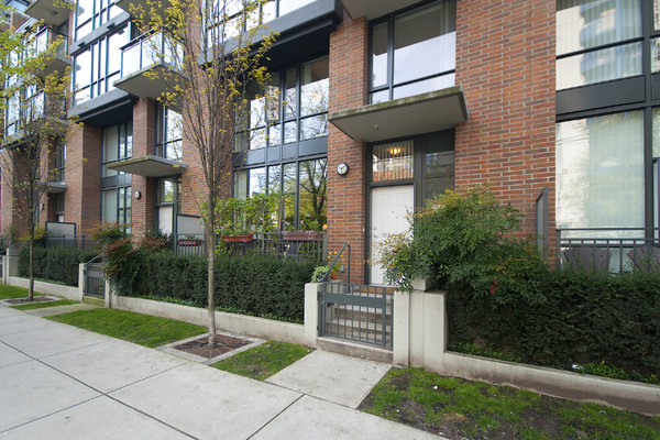 Blog what s the difference between apartments condos for Detached townhomes
