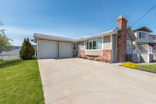 OSOYOOS House for sale:  4 bedroom 2,436 sq.ft.