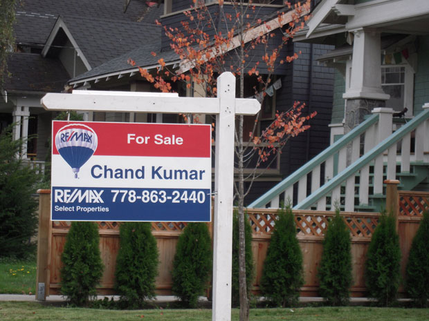 Canadian Housing Prices Risk Slide: Report