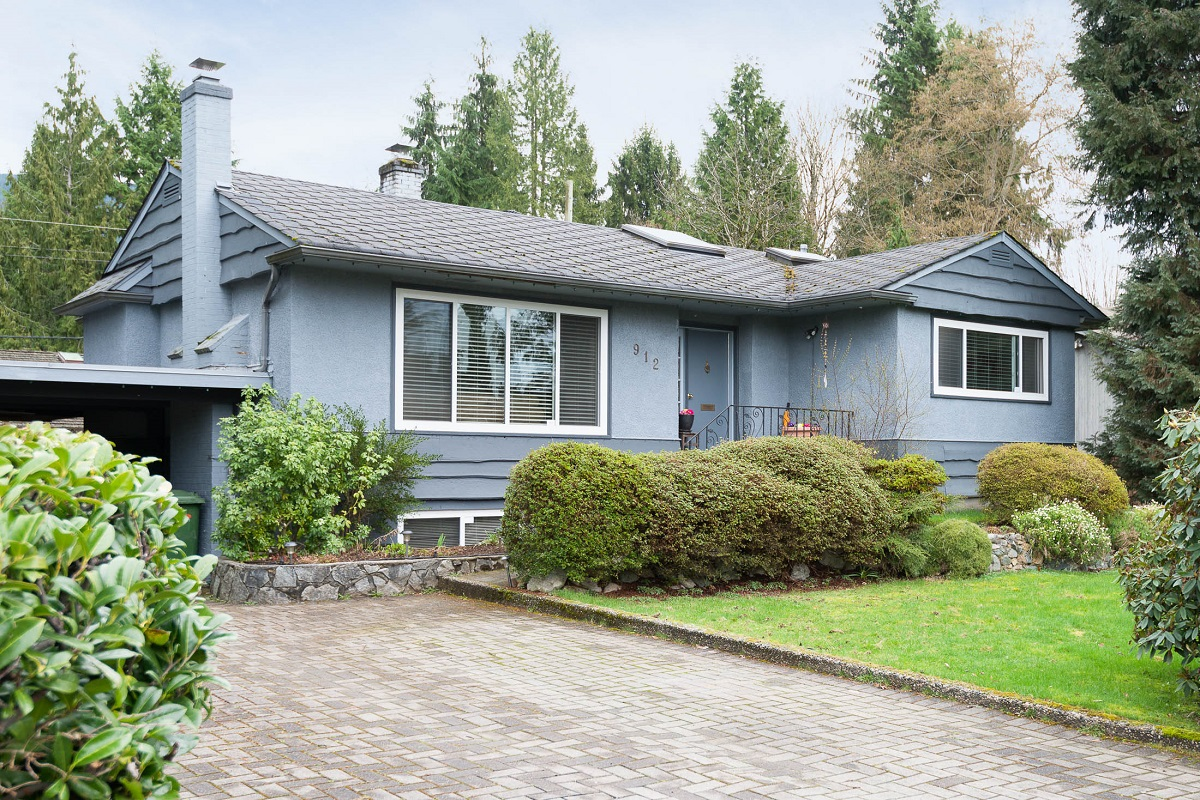 Edgemont House for sale:  3 bedroom 2,100 sq.ft. (Listed 2016-03-11)