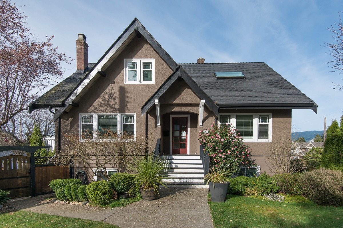 Central Lonsdale House for sale:  5 bedroom 2,691 sq.ft. (Listed 2016-03-28)