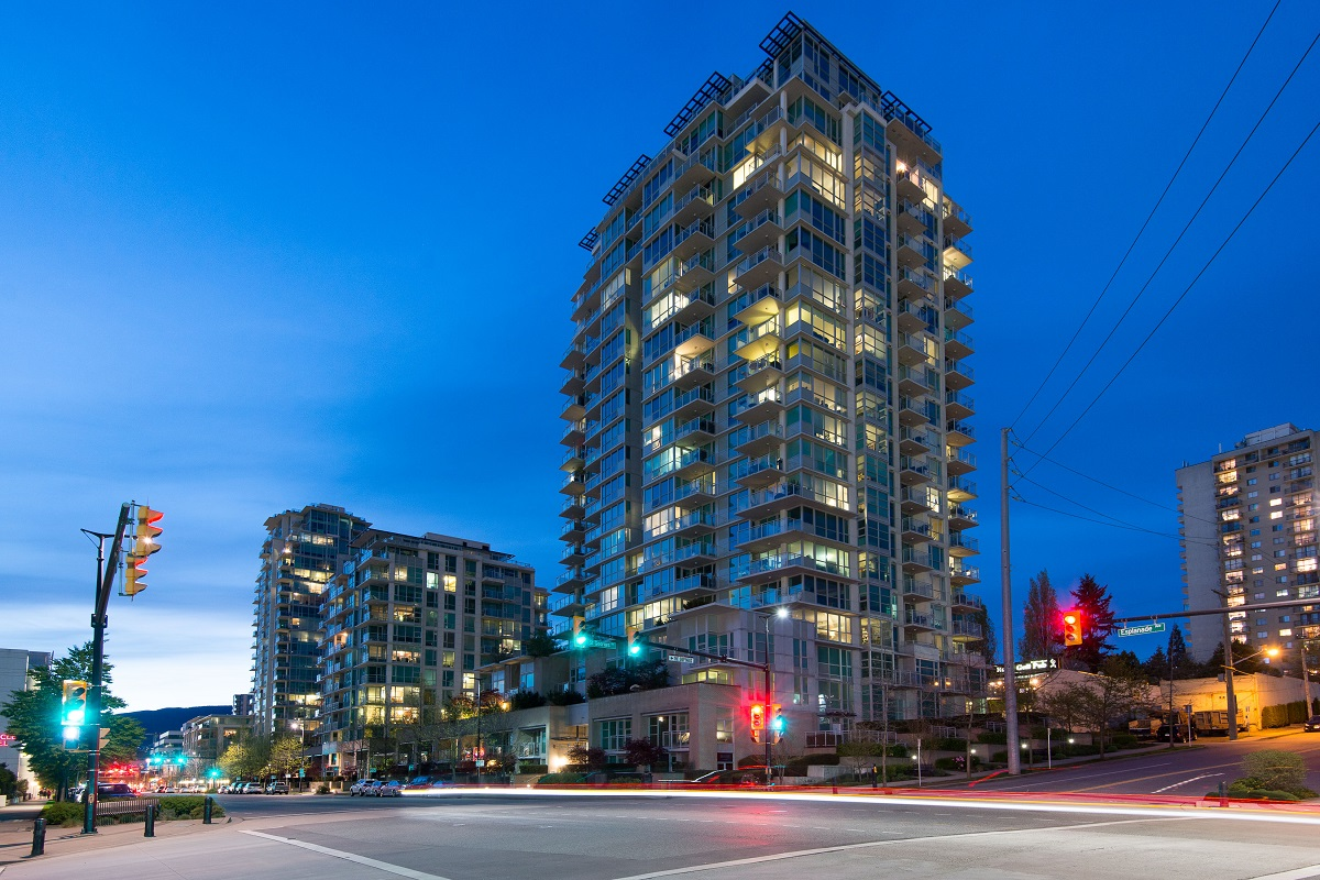 Lower Lonsdale Apartment for sale: ESPLANADE @ THE PIER 2 bedroom 952 sq.ft. (Listed 2016-04-04)
