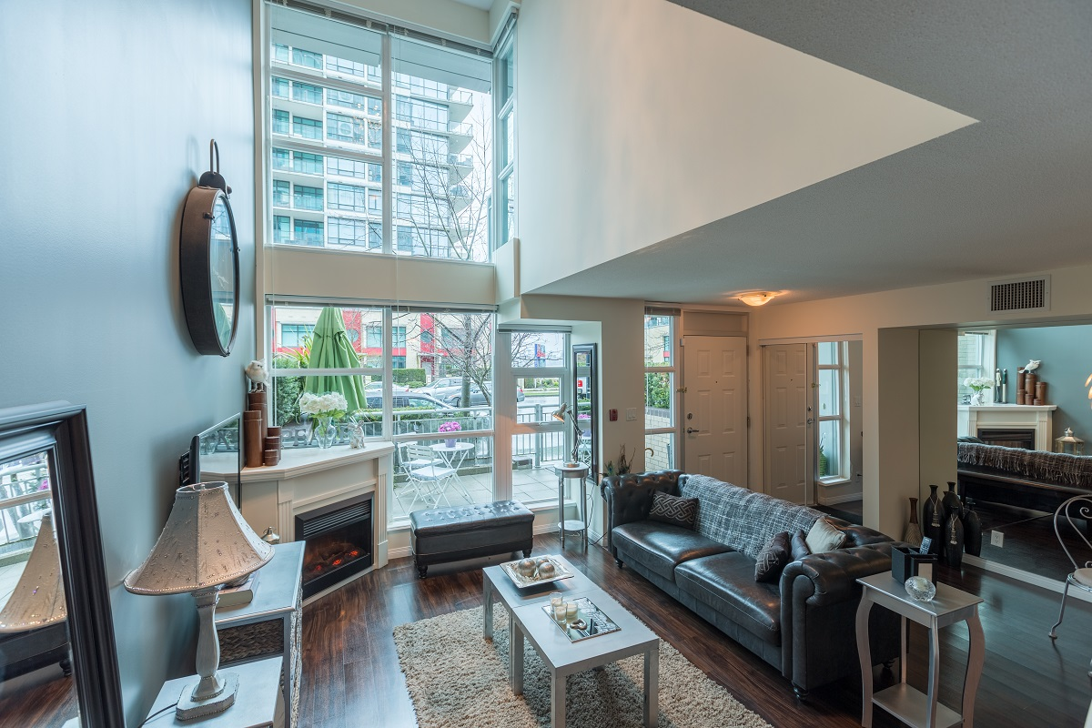 Lower Lonsdale townhouse for sale: ESPLANDE AT THE PIER 2 bedroom 1,189 sq.ft. (Listed 2017-03-28)