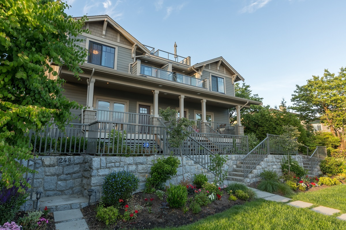 Lower Lonsdale Townhouse for sale:  3 bedroom 1,859 sq.ft. (Listed 2017-06-12)