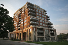 Central Oakville Luxury Condominium for sale: One Eleven Forsythe 2 + 1  Hardwood Floors 1,294 sq.ft. (Listed 2009-01-02)