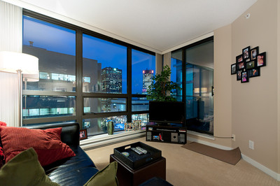 Downtown Downtown Vancouver Condo for sale: Electric Avenue 1 bedroom 600 sq.ft. (Listed 2011-11-25)