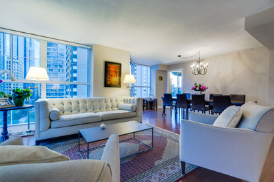 Coal Harbour / West End Corner Suite for sale: Emerald Place 3 bedroom 1,469 sq.ft. (Listed 2014-06-29)
