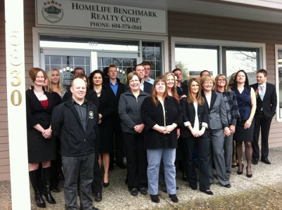 Homelife Benchmark Realty office group photo
