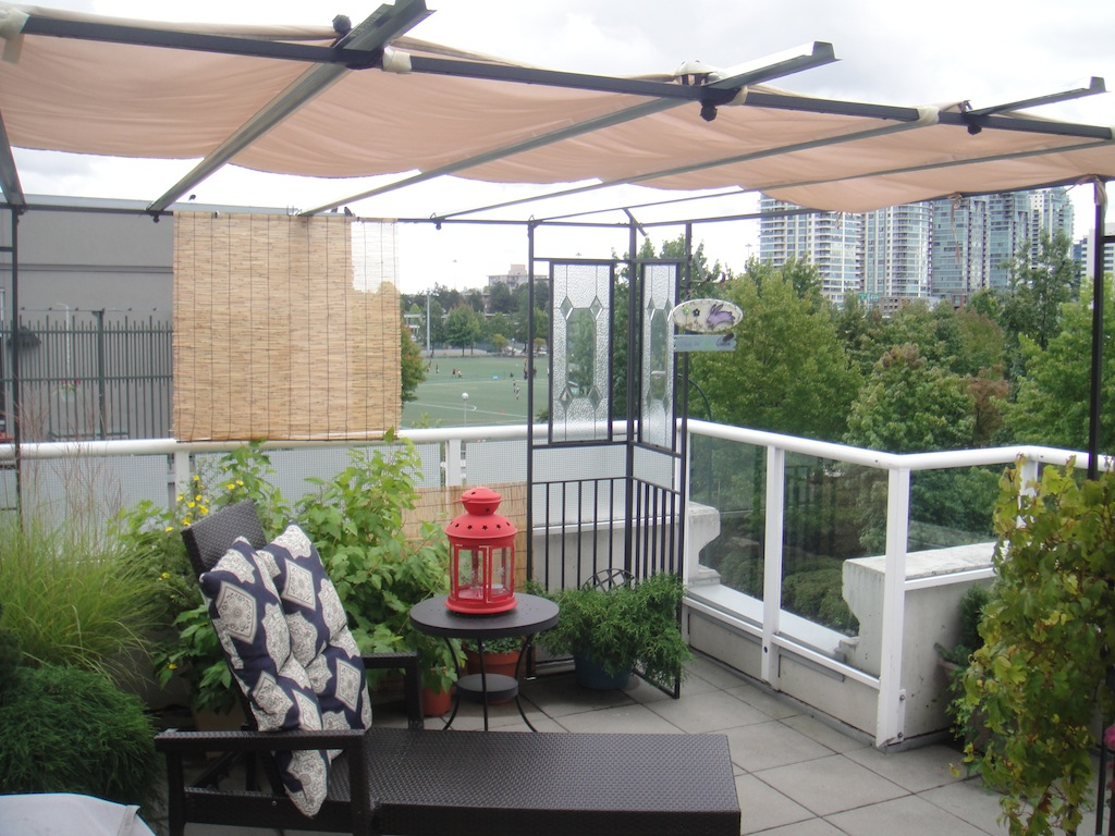 (CrosstownCondos.com) #21 - 550 Taylor Street Townhouse Roof-Top Patio by Jay McInnes #1