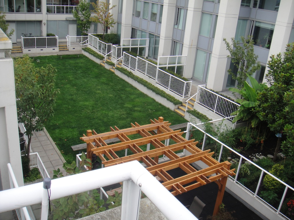 (CrosstownCondos.com) #21 - 550 Taylor Street Townhouse Roof-Top Patio by Jay McInnes #2