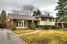 Ancaster Detached home for sale:  3 bedroom  Plush Carpet  (Listed 2015-04-21)