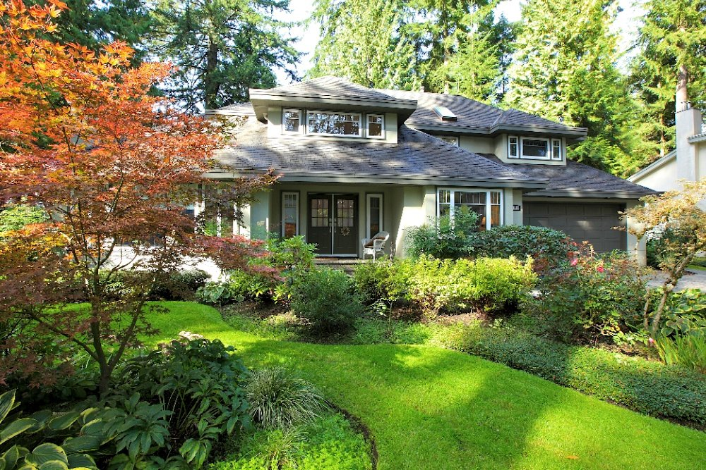 4613 Capilano Road North Vancouver Exterior Front