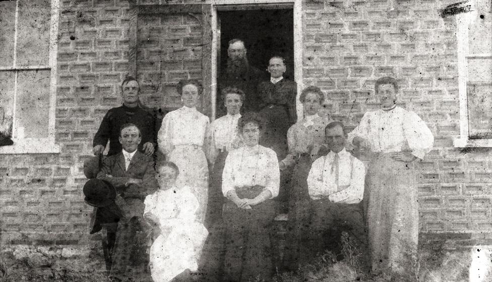 Boyce family in Miniota, B-Jms Mgt M-Brock Olive Ethel Rose Christene F-Charlie Pearl Lottie Billy Web