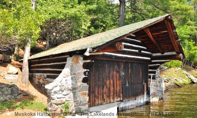 Lake of Bays Boathouse - www.thefinchams.ca