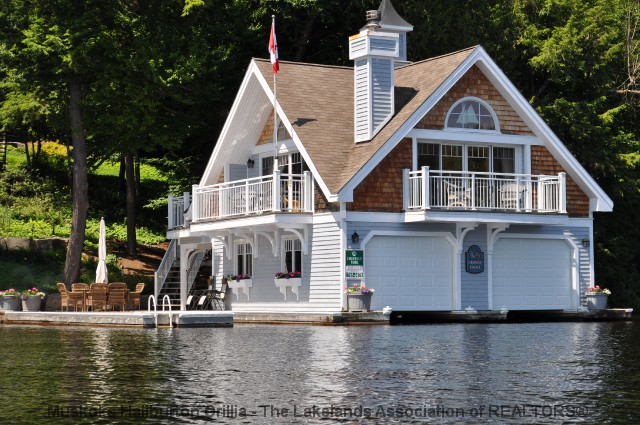 Rosseau Lake Boathouse - www.thefinchams.ca