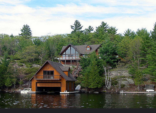Muskoka waterfront cottage near Huntsville