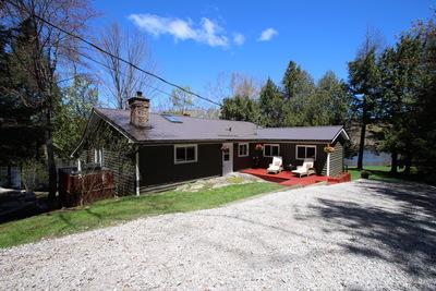 Muskoka Cottage for sale on Severn River: 3 bedroom 1,444 sq.ft.