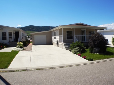Okanagan Landing Manufactured Home for sale: Lake Point Mobile Home Park 2 bedroom 1,056 sq.ft. (Listed 2014-06-05)