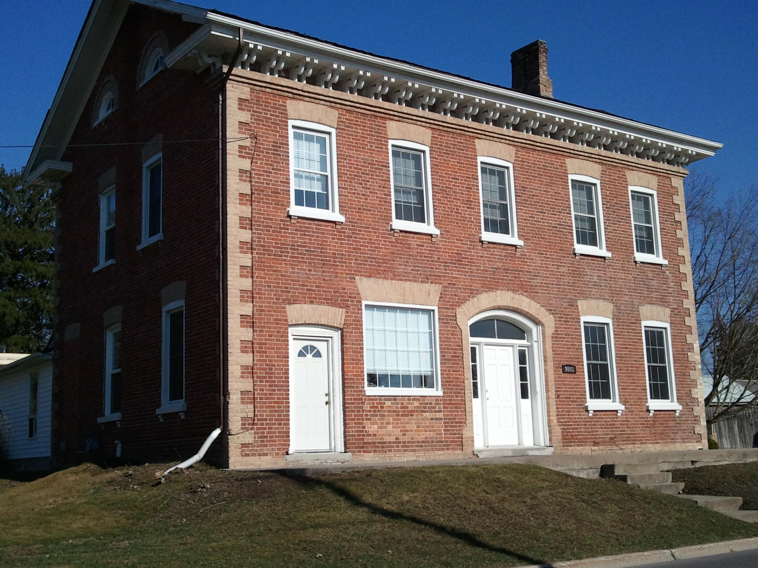 James_Matthewson_House,_built_1864,_7143_Ashburn_Rd.,_Ashburn,_Ontario.jpg