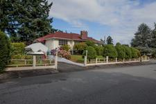 Central Nanaimo Main Level Entry w/ Basement for sale: Townsite 4 bedroom 2,882 sq.ft.