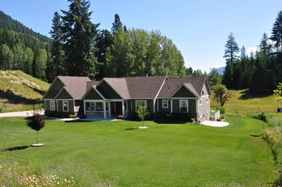 Nelson, Six Mile House & Acreage for sale: 4 bedrooms 3,131 s/f