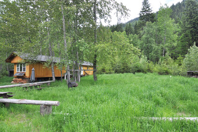 Salmo Rural ACREAGE W/ CABIN for sale:  2 bedroom 896 sq.ft. (Listed 2014-06-19)