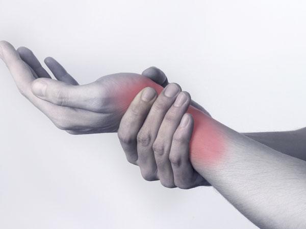 wrist pain.jpg